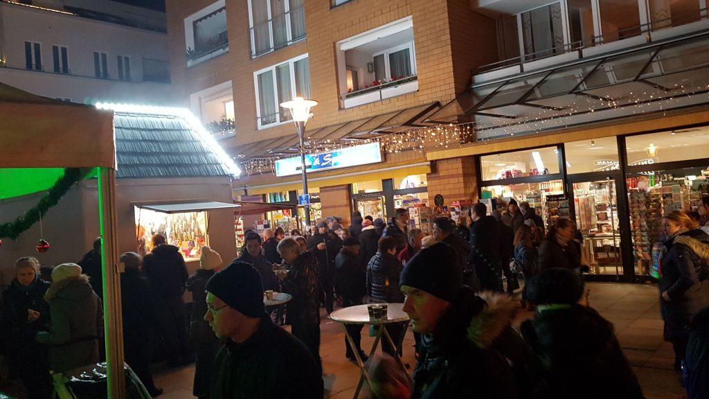 stimmungsvoller Adventsmarkt auf dem Rathausmarkt